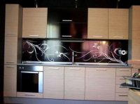 Як поставити скляний фартух на кухню